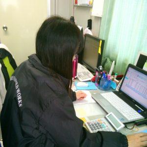 足場施工の事務スタッフ